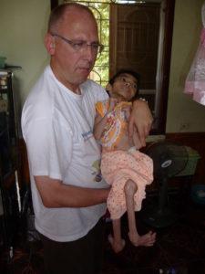 2009 - Rolf mit einem 3 Jahre alten Mädchen (5Kg)