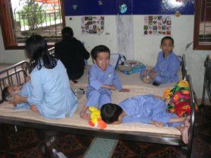 2009 - 30 Kinder verteilt auf 8 Betten